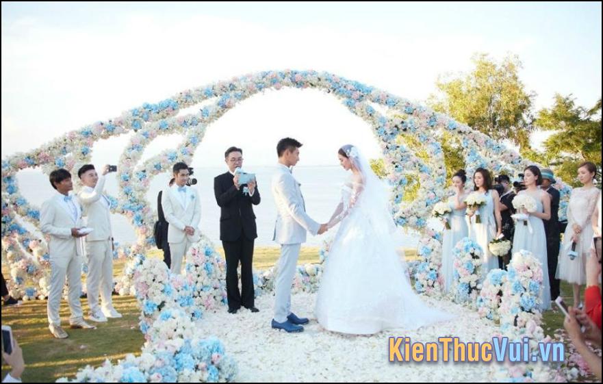 Nhằm ngày lành tháng tốt hai bên thông gia chúng tôi cùng nhất trí tổ chức hôn lễ cho các chá