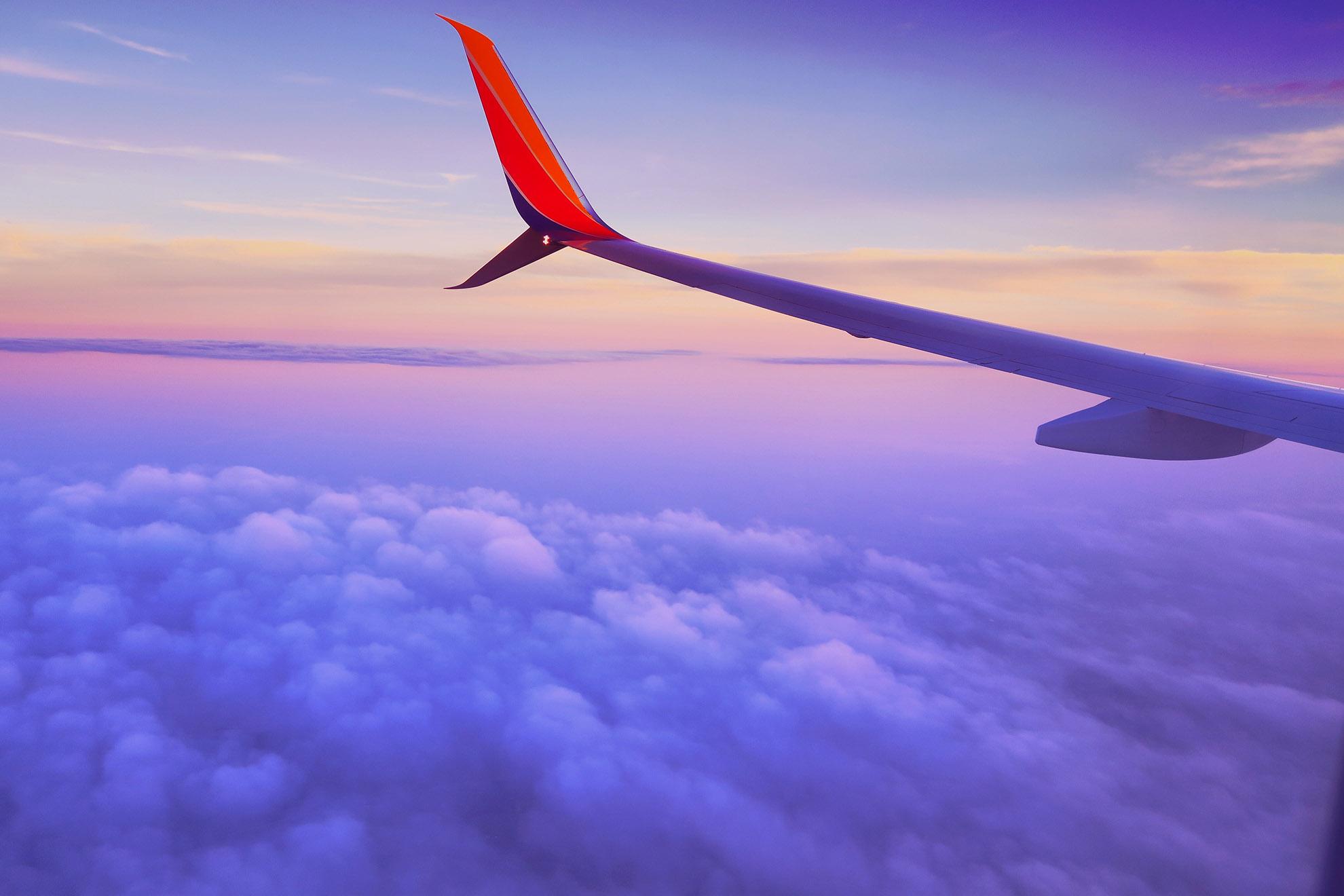 Ảnh chụp mây qua cửa kính máy bay