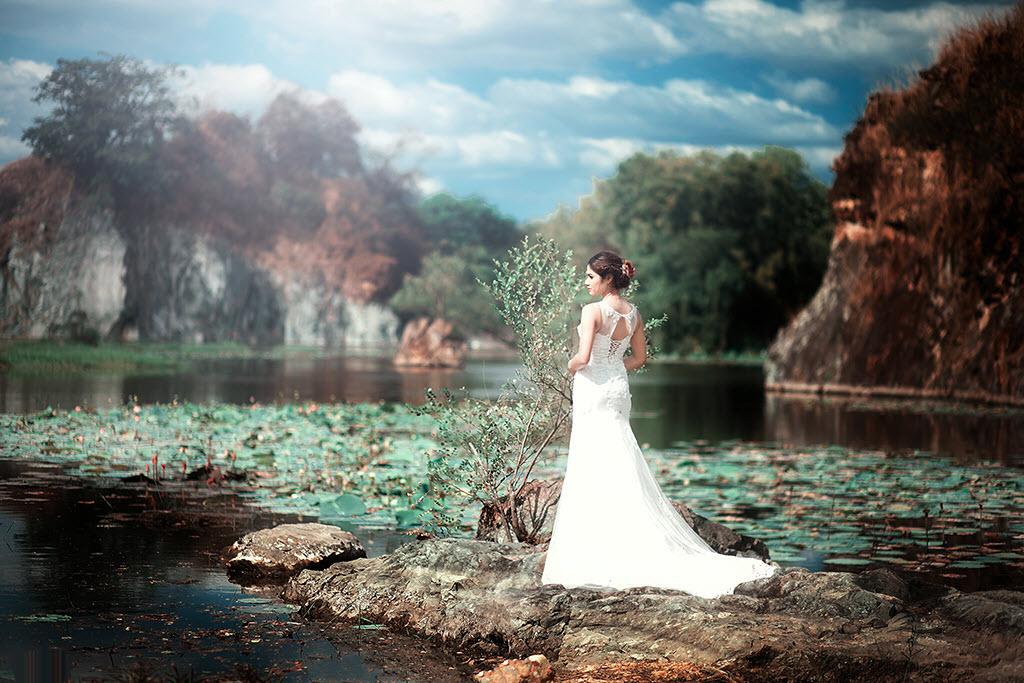 Ảnh cô dâu đứng trước biển
