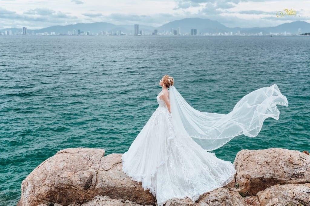 Ảnh cô dâu e ấp giữa thiên nhiên hoang sơ