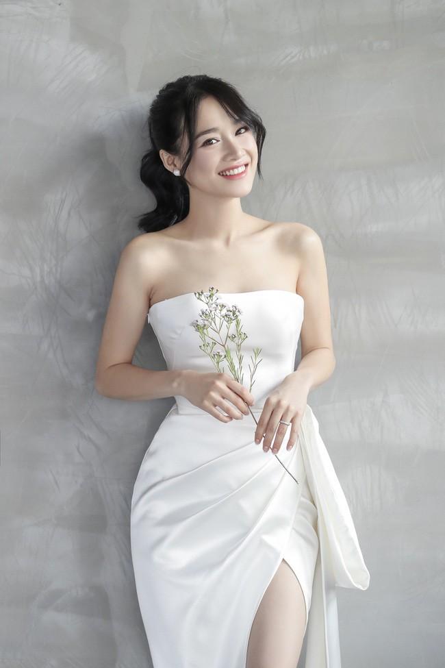 Ảnh cô dâu rạng rỡ trong chiếc váy cưới cách tân