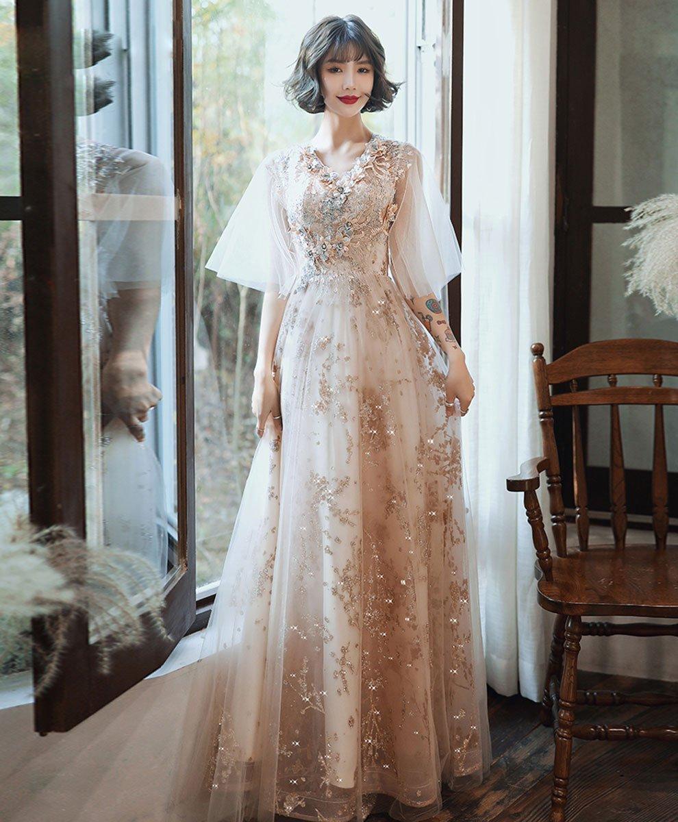 Ảnh cô dâu thẹn thùng trong trang phục váy cưới