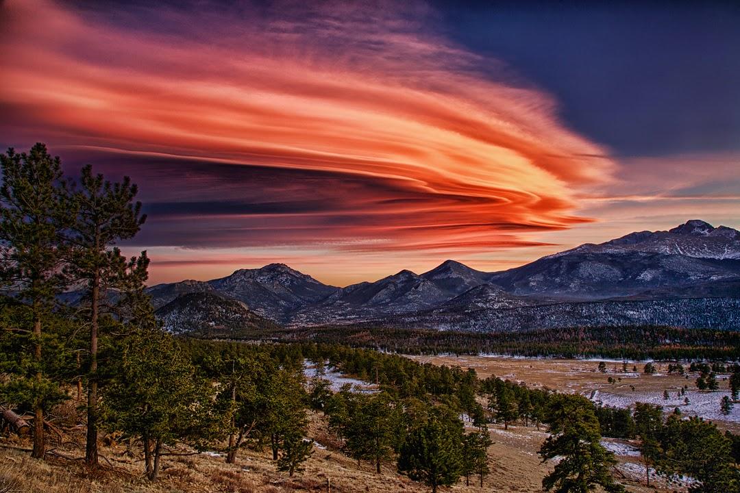 Ảnh đám mây kỳ lạ có hình đĩa bay