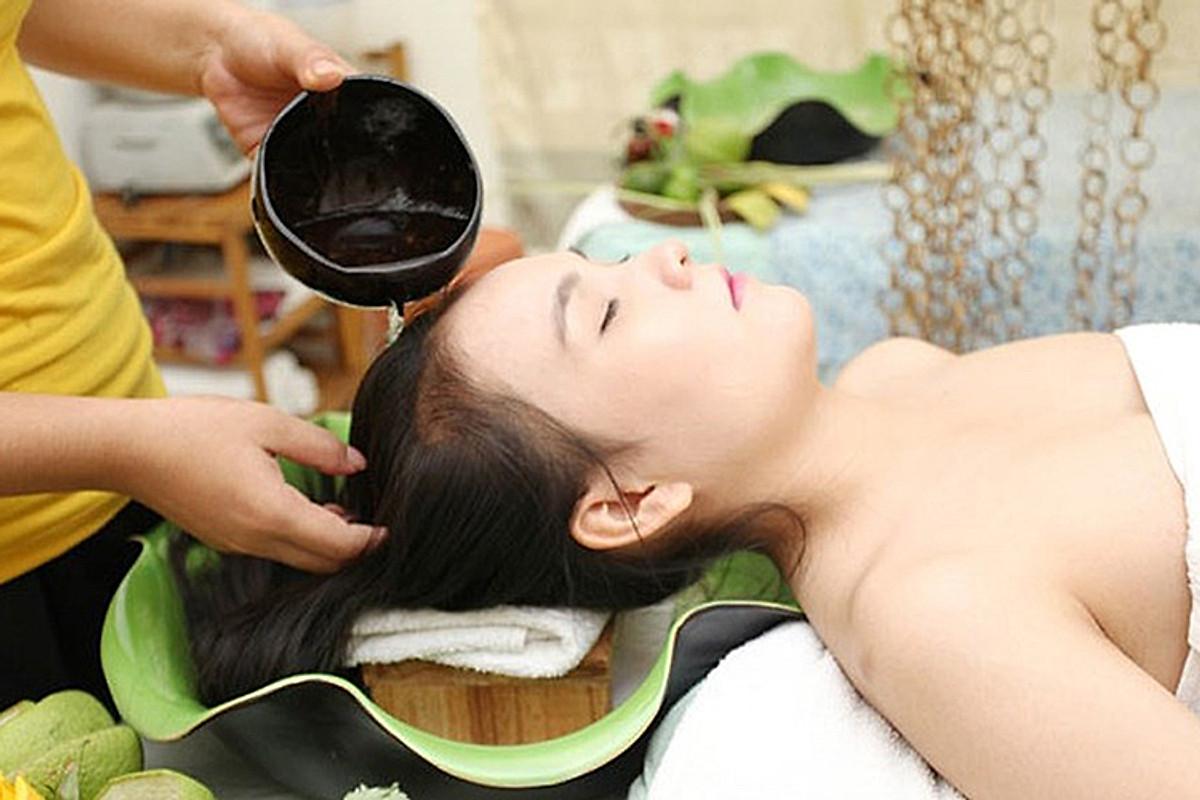 Ảnh massage chăm sóc da đầu tại spa