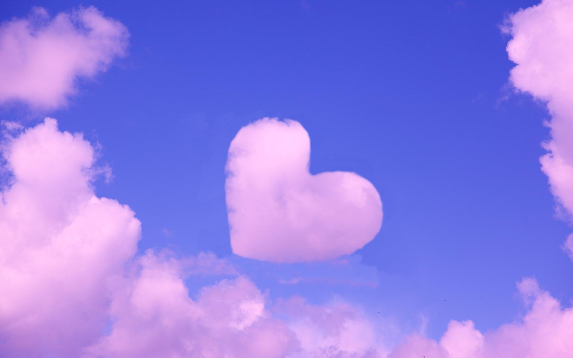 Ảnh mây hình trái tim