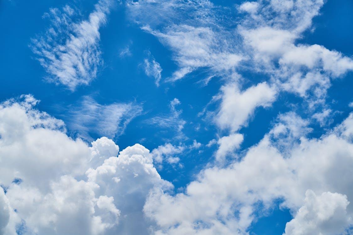 Ảnh mây trôi trên nền trời xanh ngát xanh