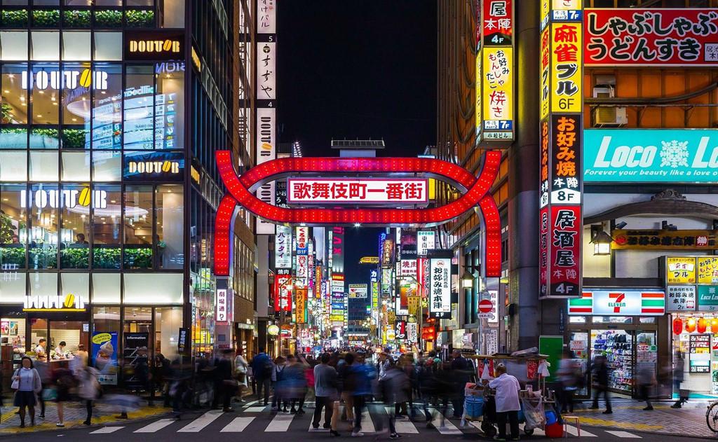 Ảnh khu phố ồn ào náo nhiệt và sầm uất khi về đêm ở Nhật