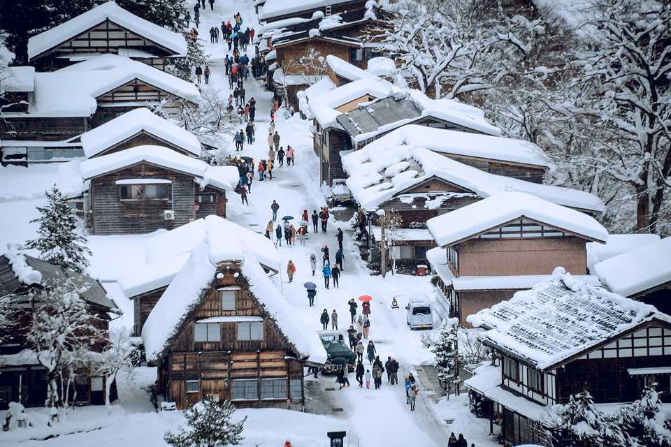 Ảnh ngôi làng tuyết đẹp như cổ tích ở Nhật Bản