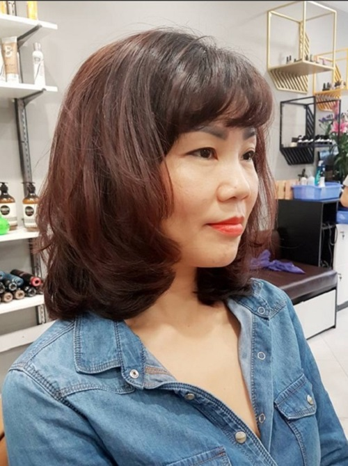 Kiểu tóc bob uốn cụp cho tuổi 50
