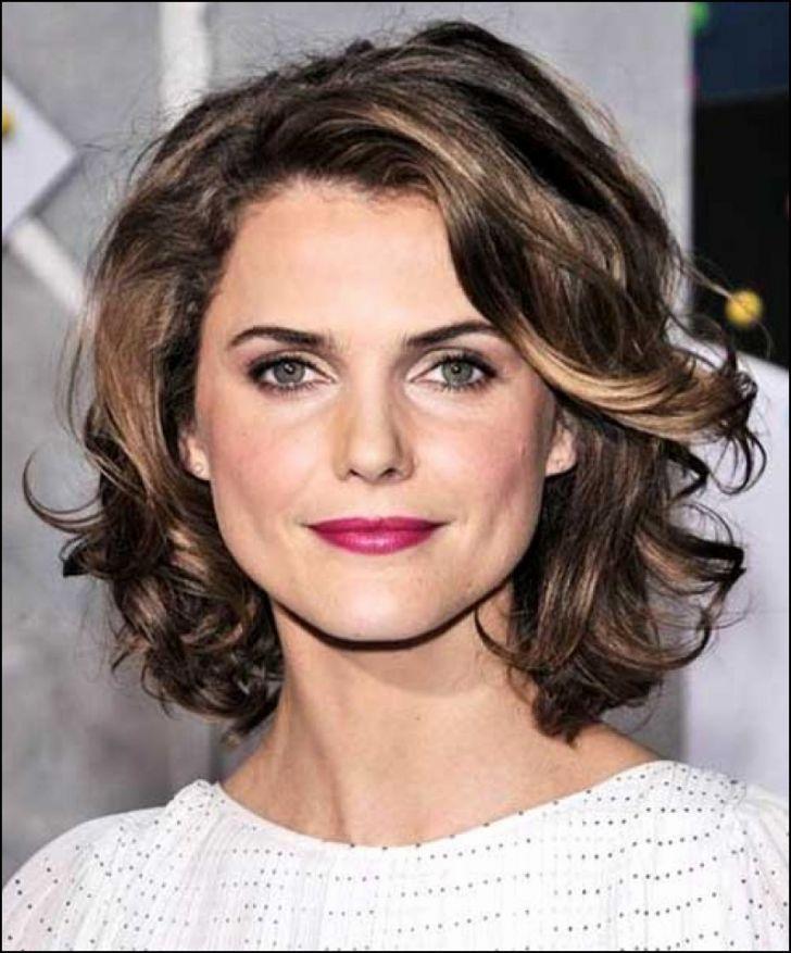 Kiểu tóc đẹp uốn xoăn cho phụ nữ tuổi 50