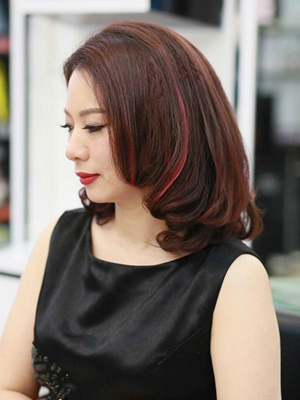 Kiểu tóc ngang vai cụp chữ C cho phụ nữ tuổi 50