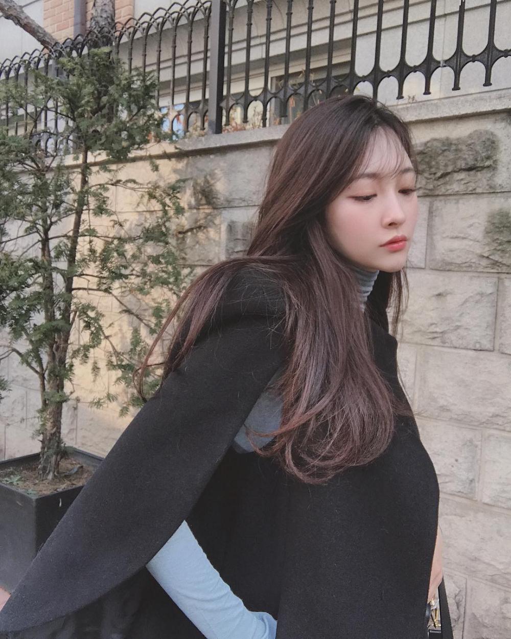 Kiểu tóc đen dài uốn