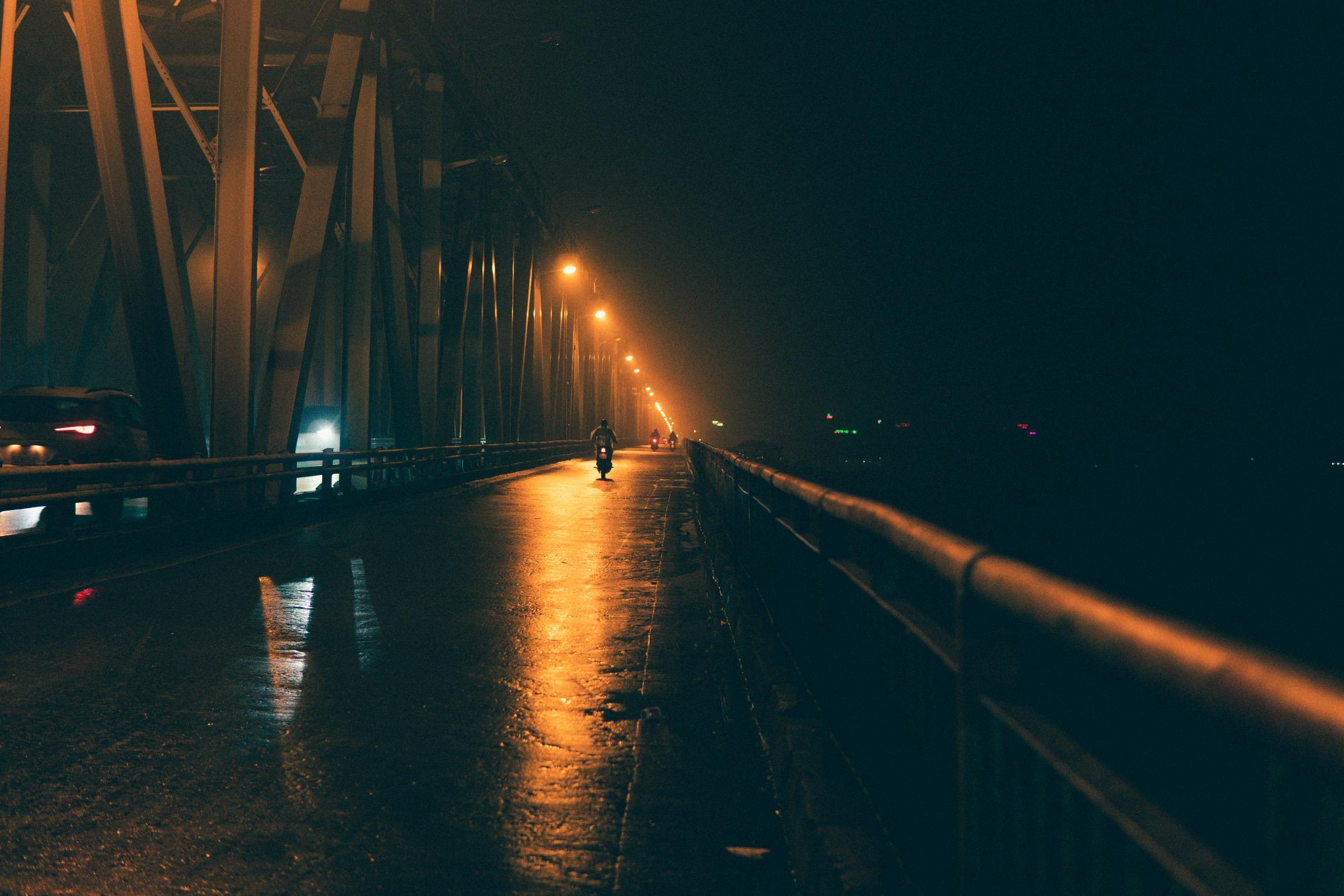 Ảnh đường phố vào một ngày mưa đêm