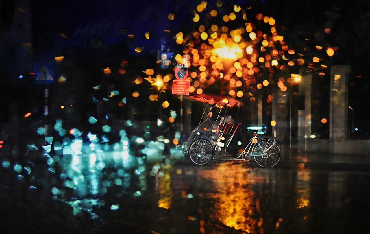 Ảnh mưa đêm đẹp buồn