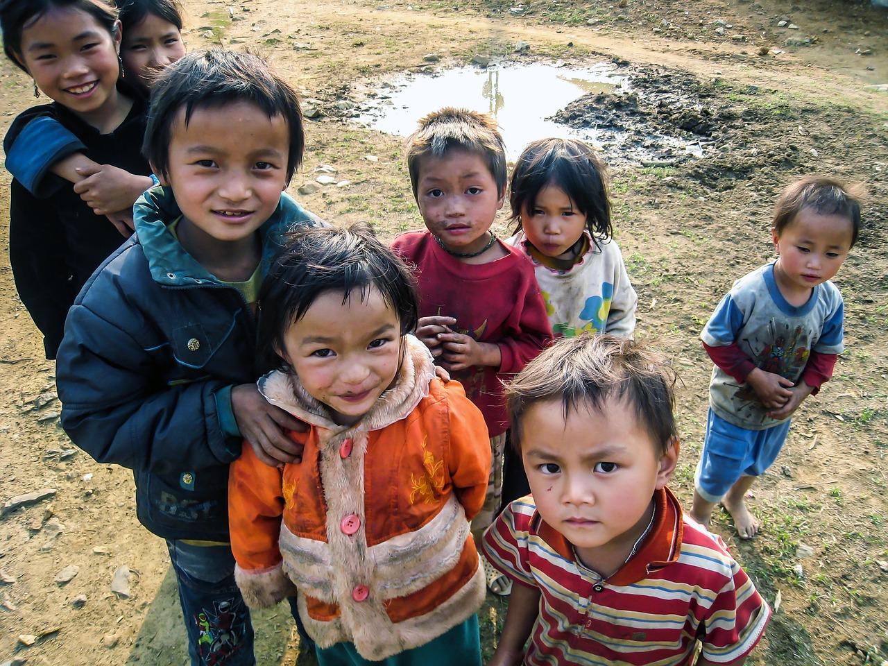 Ảnh những đứa trẻ nhà nghèo nhưng vẫn rạng rỡ tươi vui