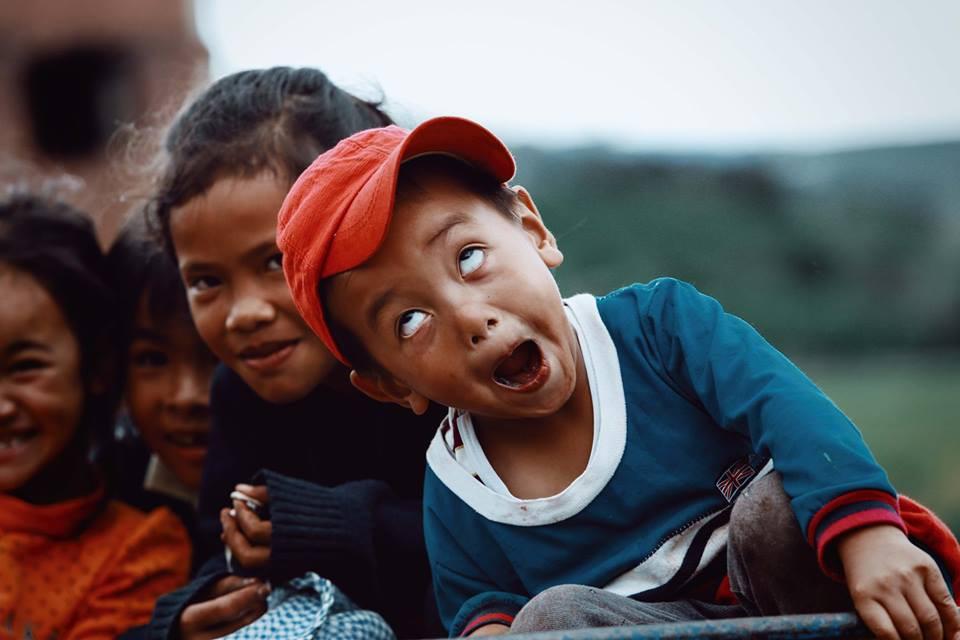 Ảnh nụ cười của những cô cậu bé vùng cao nguyên nghèo khó