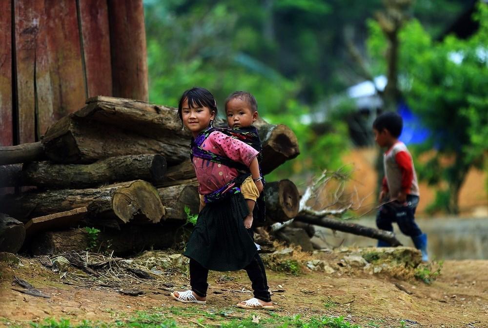 Ảnh nụ cười rạng rõ của trẻ em vùng cao ở Điện Biên