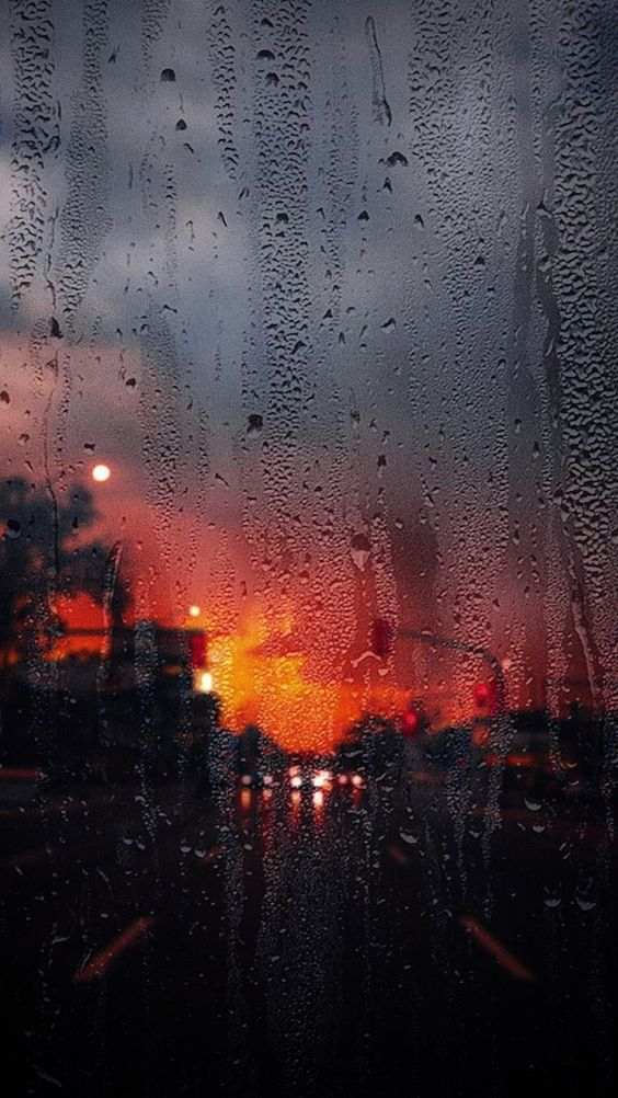 Ảnh phố đêm buồn dưới cơn mưa