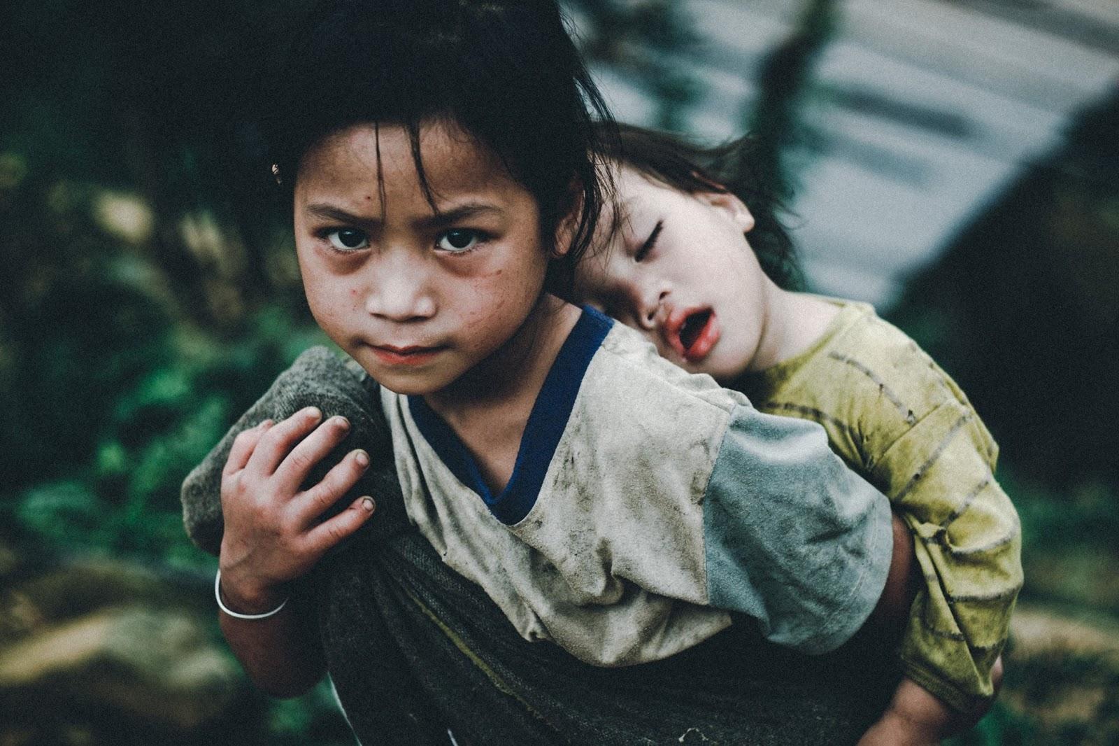 Ảnh trẻ em nghèo đẹp đến nao lòng
