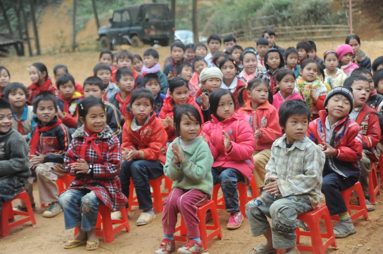 Ảnh trẻ em nghèo miền núi