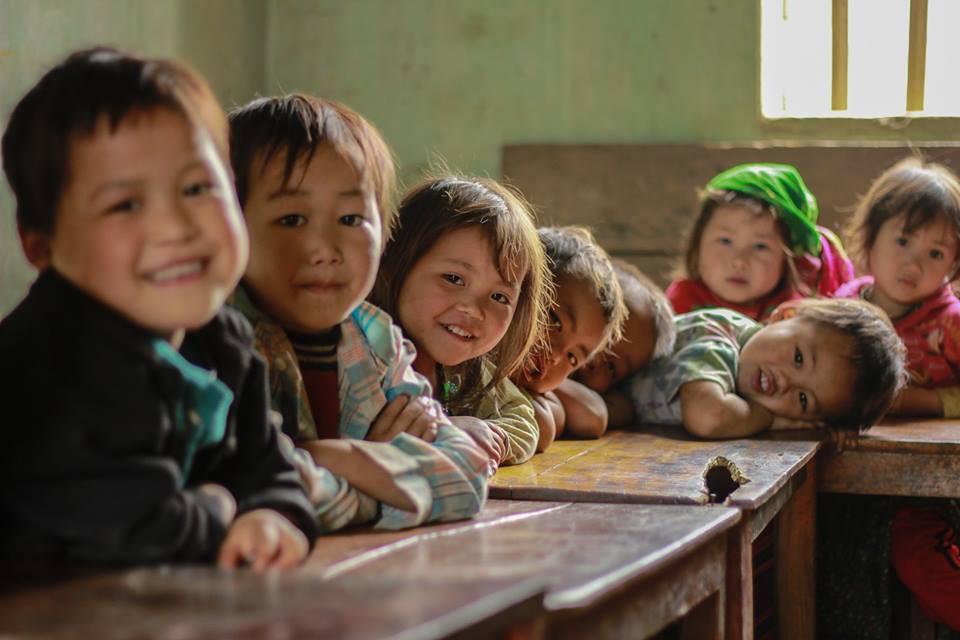 Ảnh trẻ em nghèo vùng cao đi học