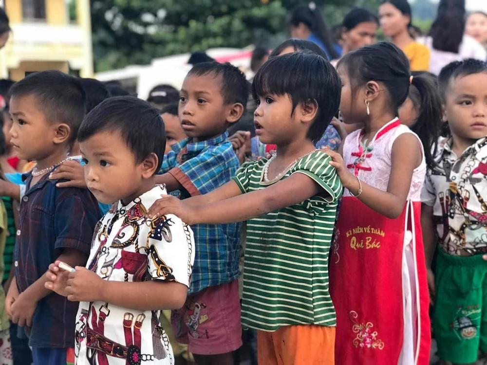 Ảnh trung thu của trẻ em nghèo