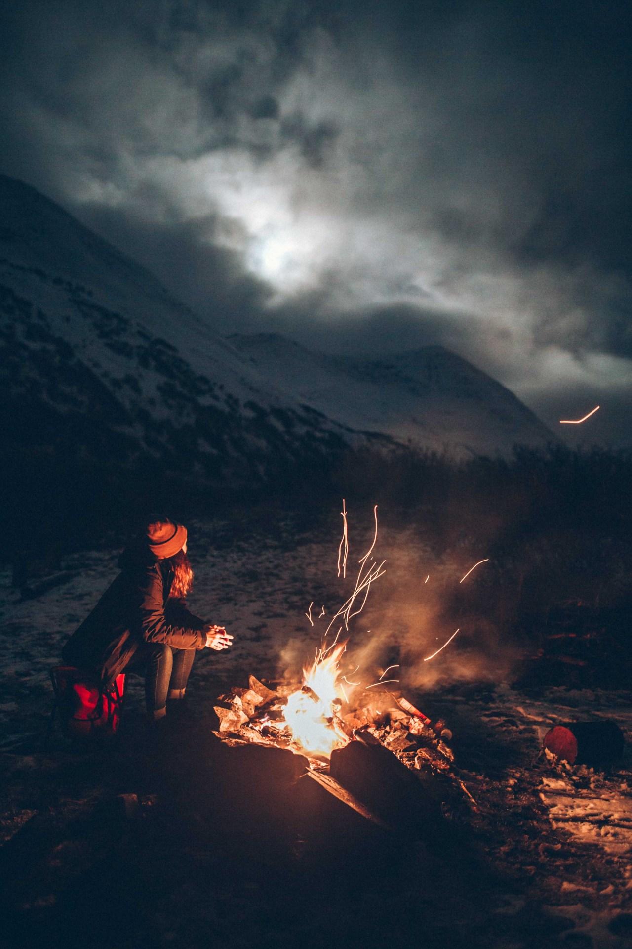 Hình ảnh đêm buồn trên đỉnh núi