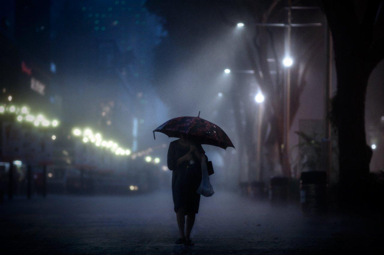 Hình ảnh đêm khuya cô đơn