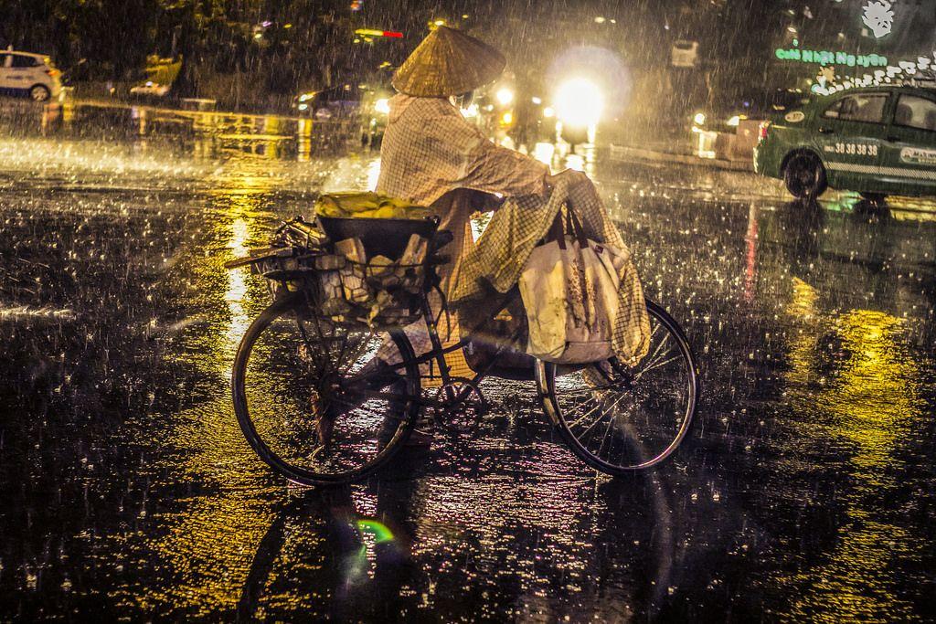 Hình ảnh đêm mưa cô đơn, buồn nhất