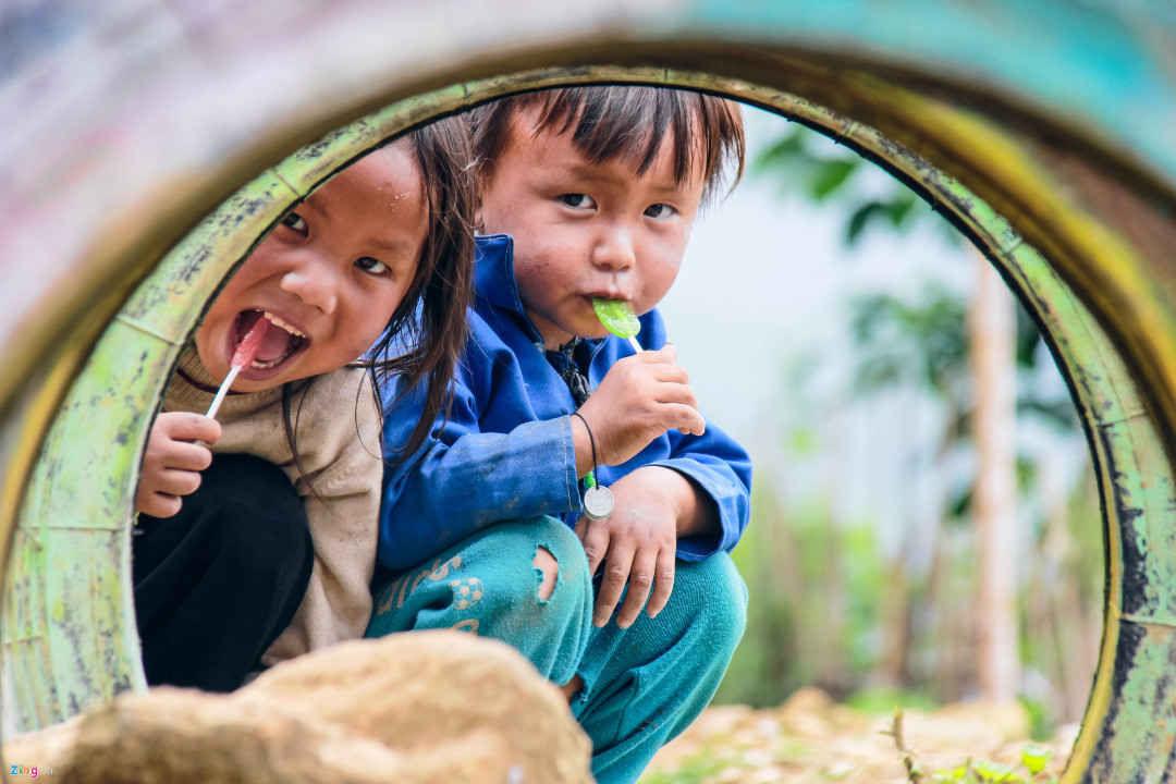 Hình ảnh đẹp về trẻ em nghèo nhưng vẫn hồn nhiên