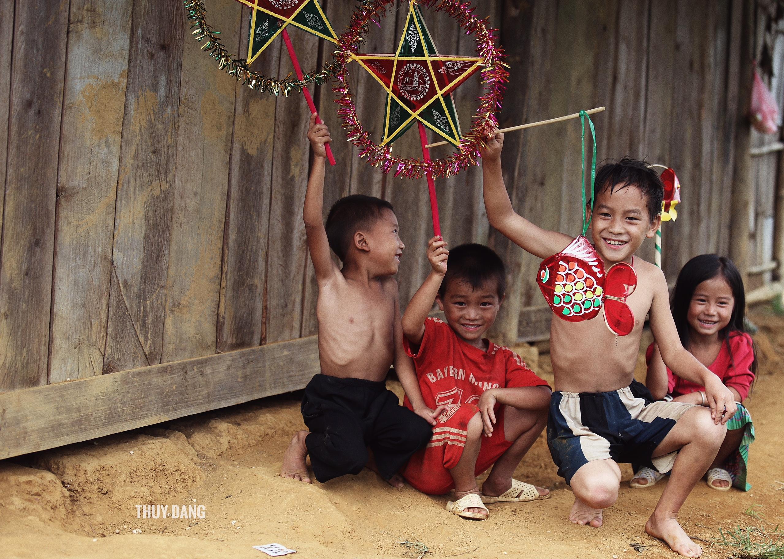 Hình ảnh gây xúc động về trung thu của trẻ em vùng cao