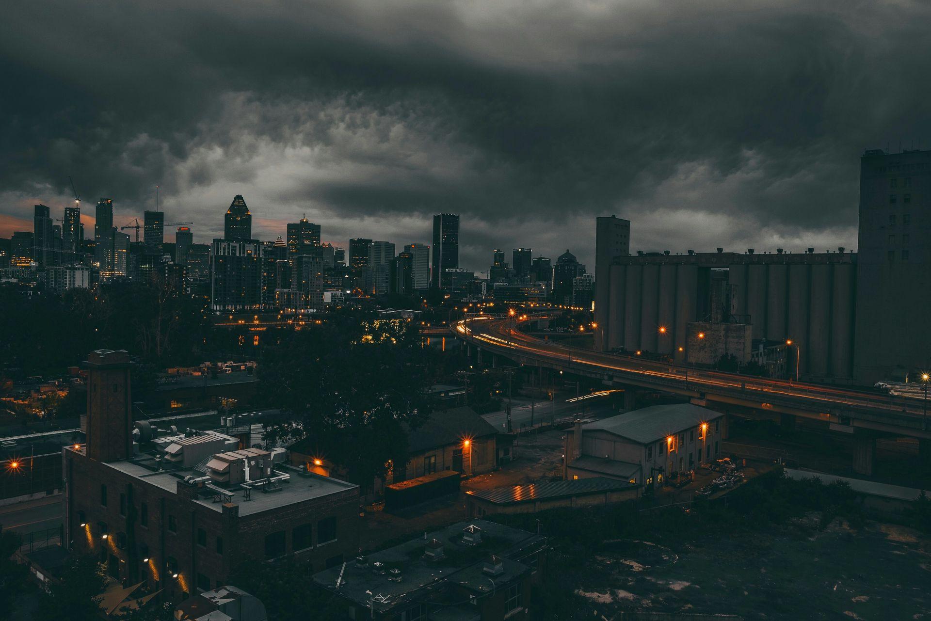 Hình ảnh thành phố buồn về đêm