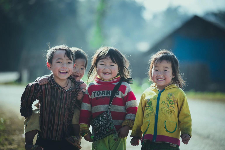Hình ảnh trẻ em nghèo vùng cao hồn nhiên trong sáng