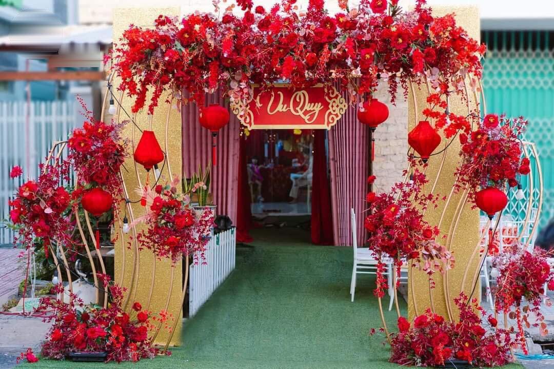 Cổng hoa đám cưới tone đỏ