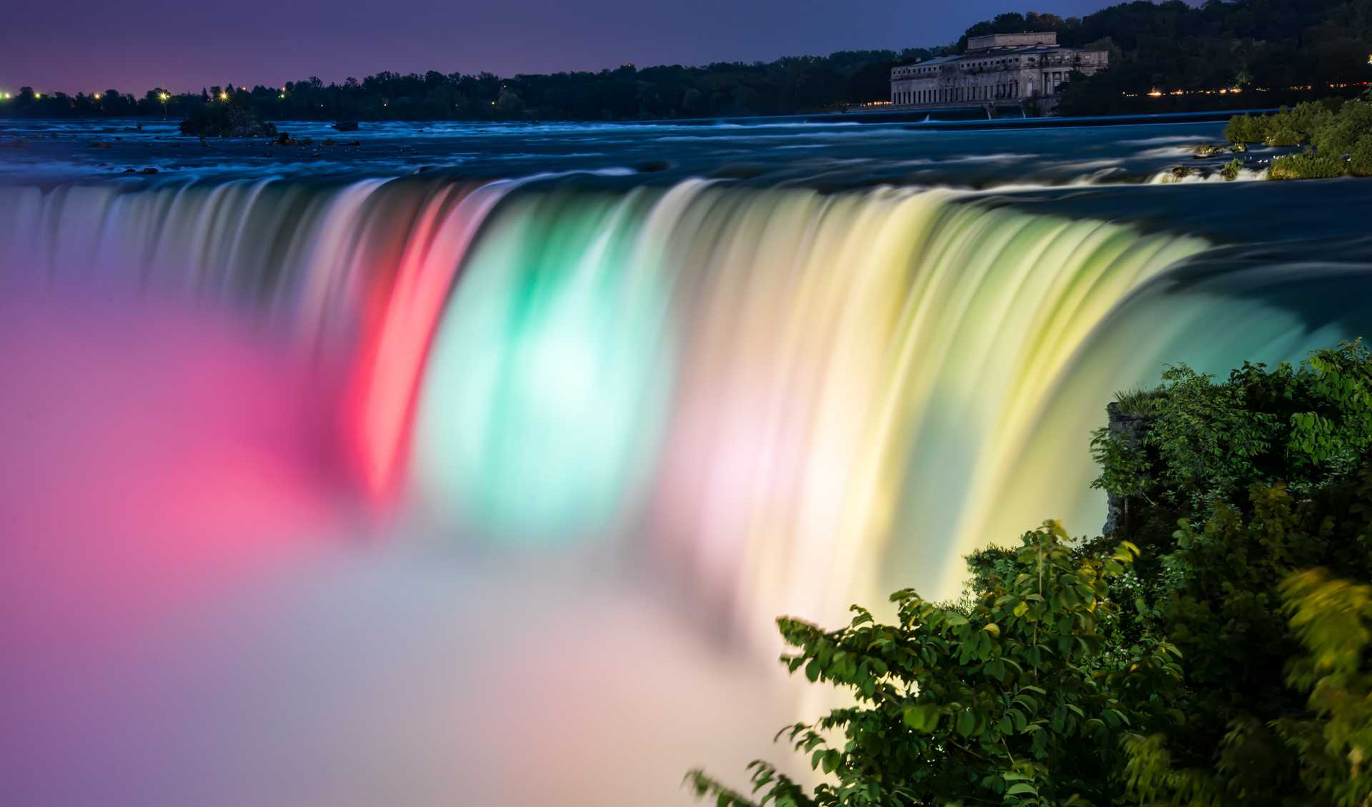 Hình ảnh thác nước bảy sắc cầu vồng