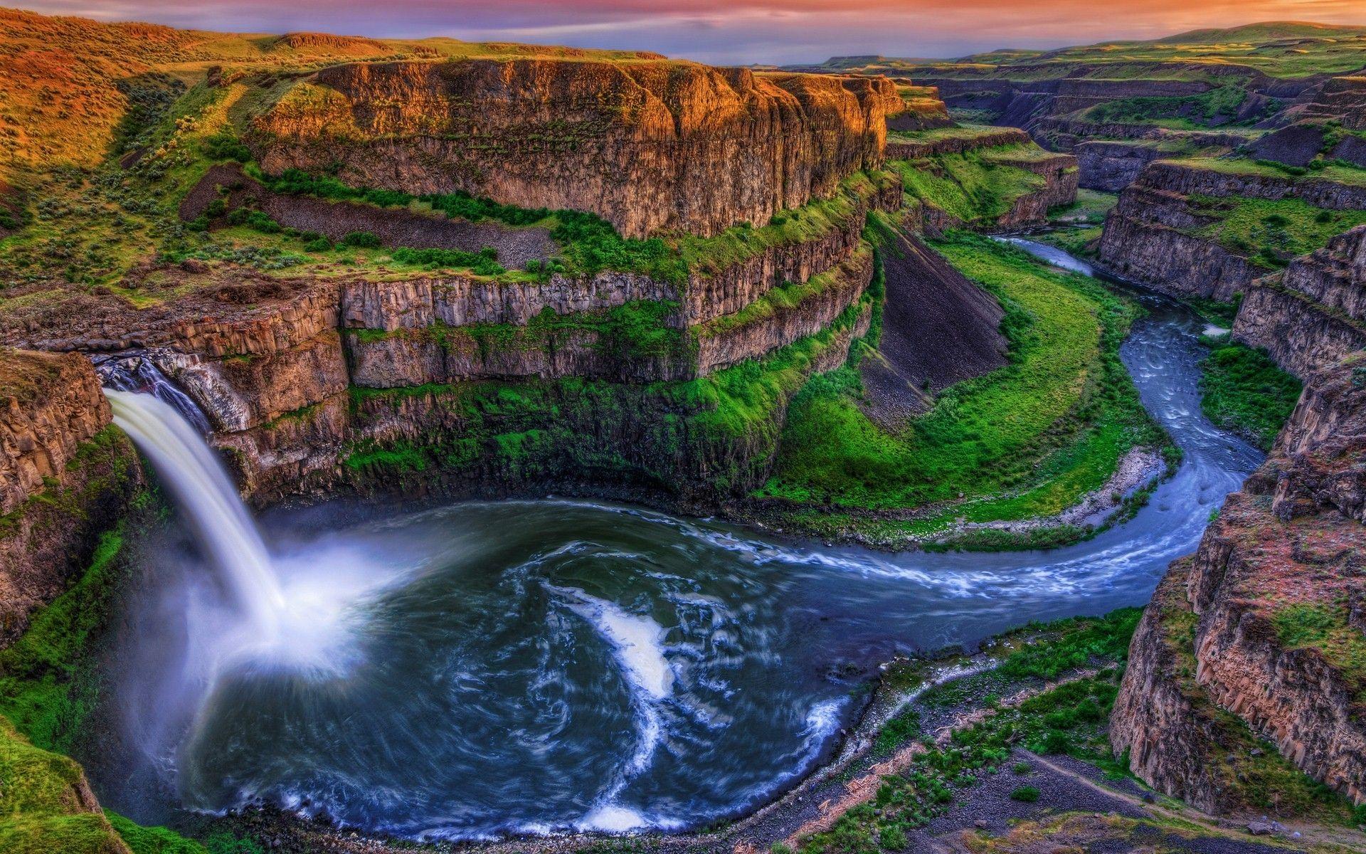 Hình ảnh thác nước đẹp hiền hòa