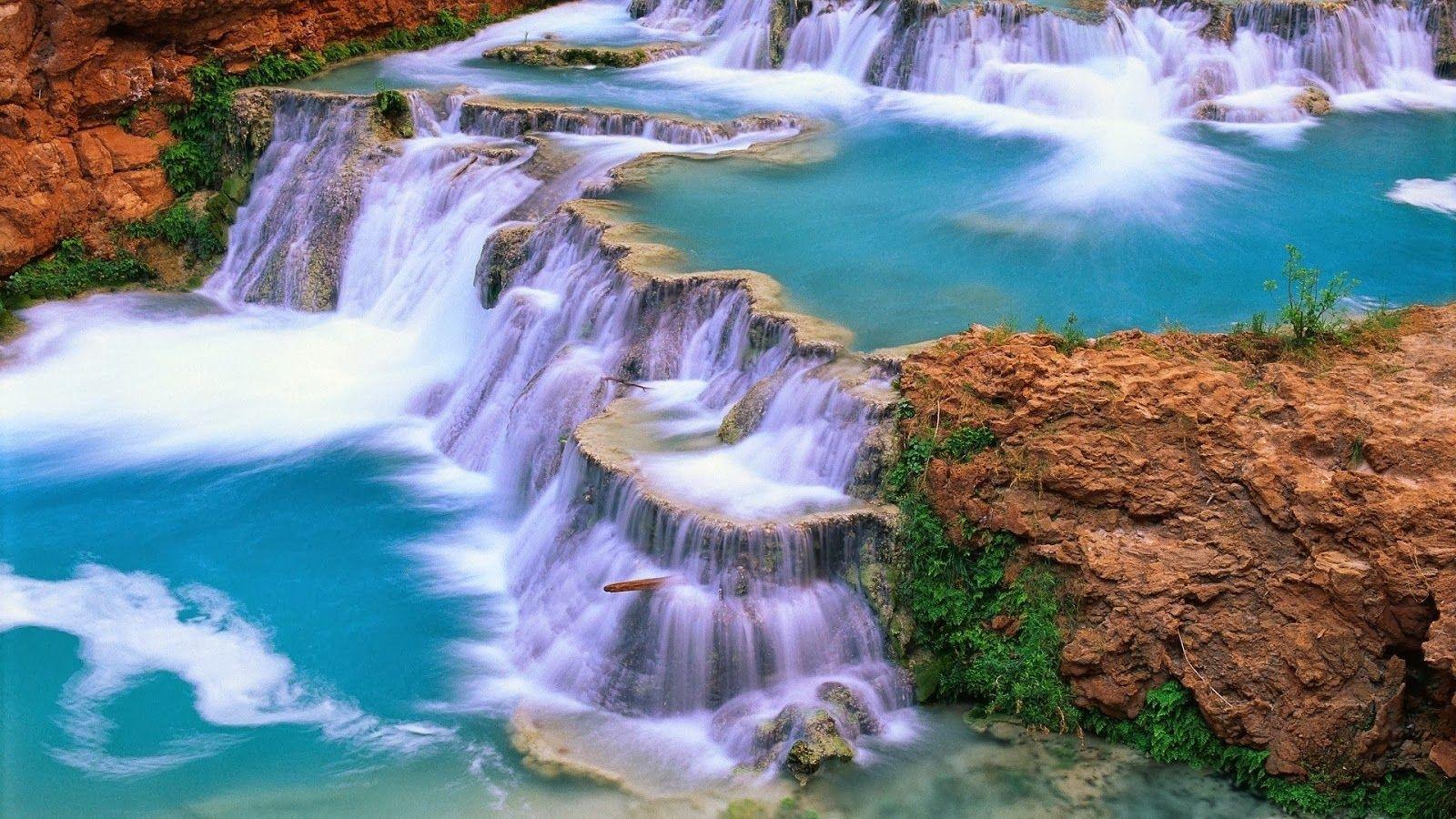 Hình ảnh thác nước hùng vĩ, xanh biếc