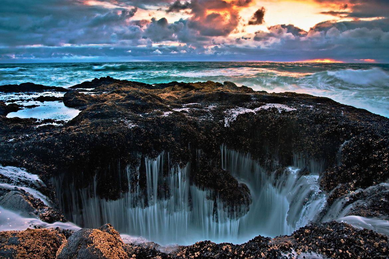 Hình ảnh thác nước hùng vĩ