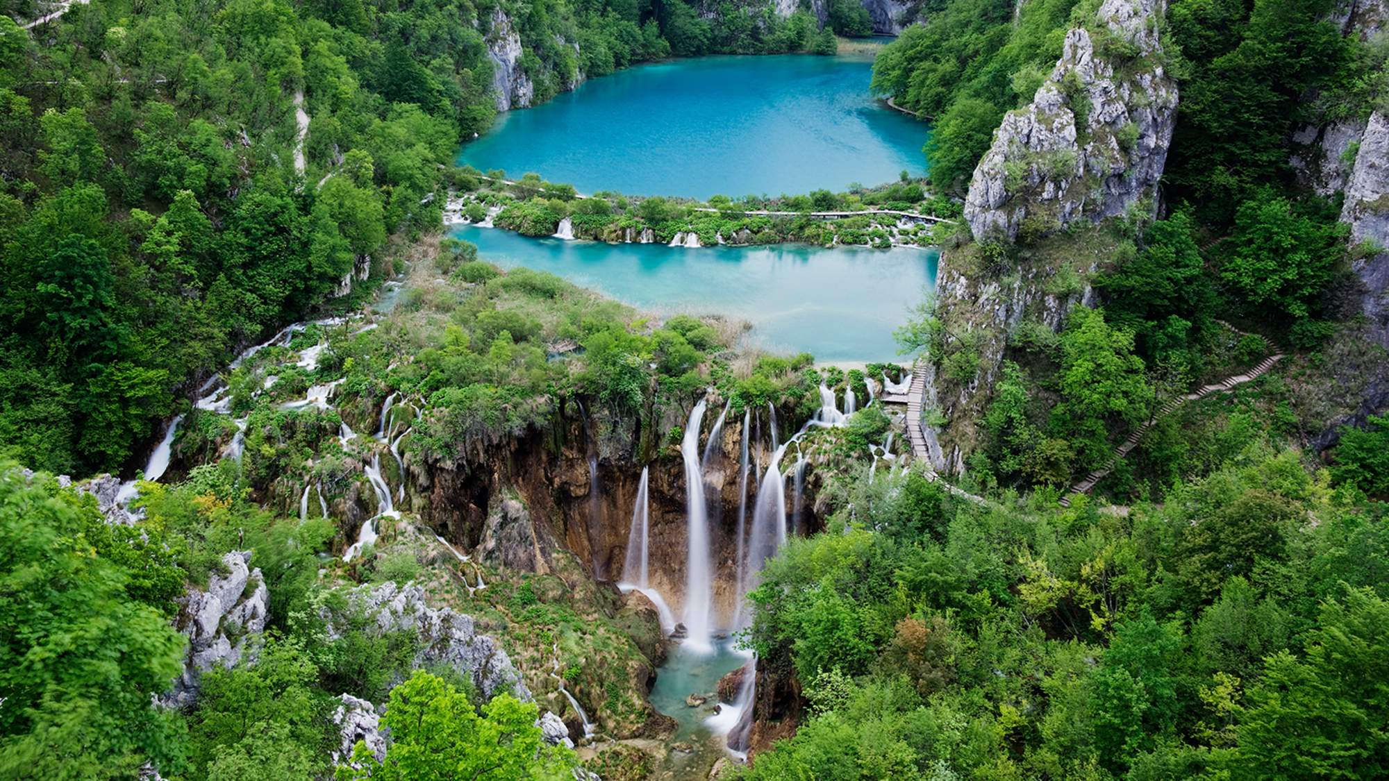 Hình ảnh thác nước nhìn từ trên cao