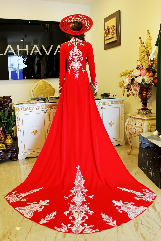 Mẫu áo dài cưới đỏ thêu họa tiết đẹp