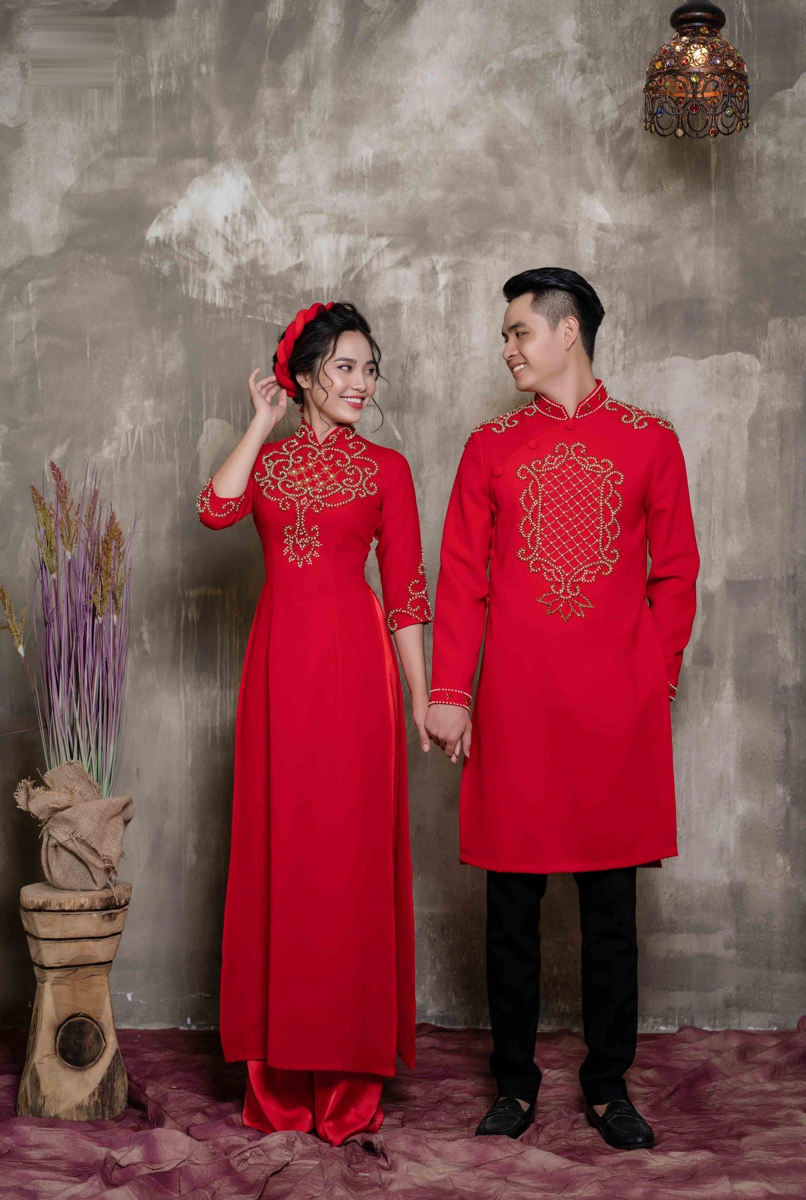 Mẫu áo dài cưới đôi nam nữ màu đỏ đẹp nhất