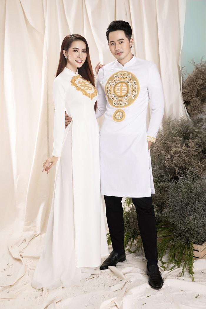 Mẫu áo dài cưới in hình chữ đơn giản