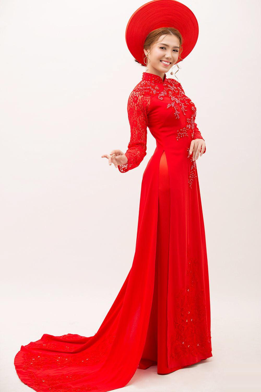 Mẫu áo dài truyền thống đẹp nhẹ nhàng