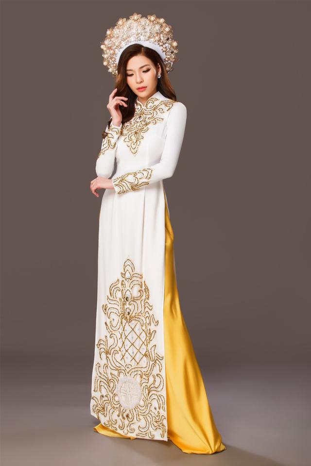 Mẫu áo dài truyền thống màu trắng họa tiết vàng