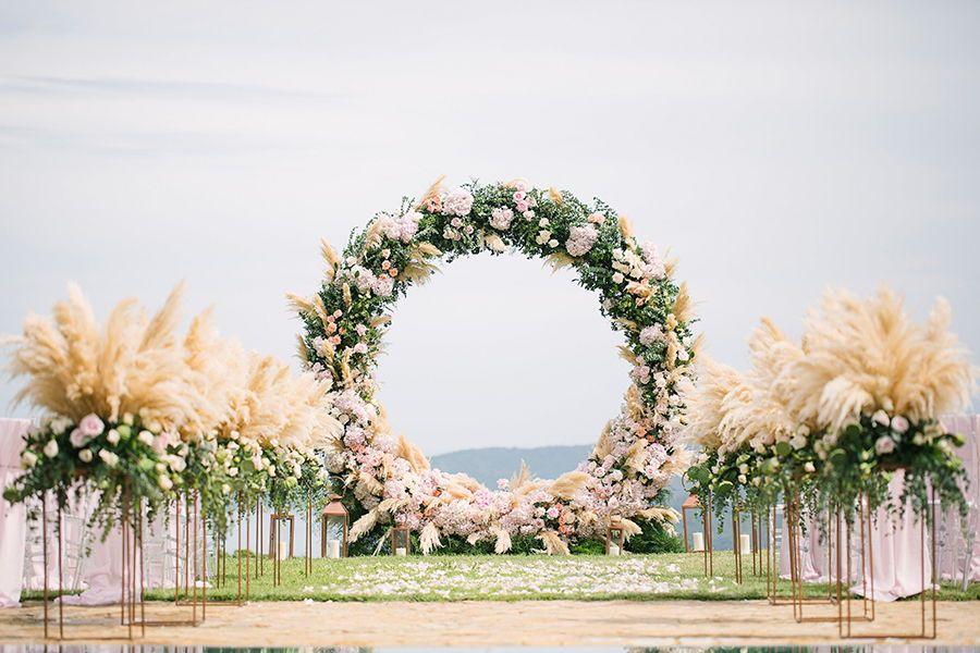 Mẫu cổng cưới ngoài trời theo phong cách châu Âu