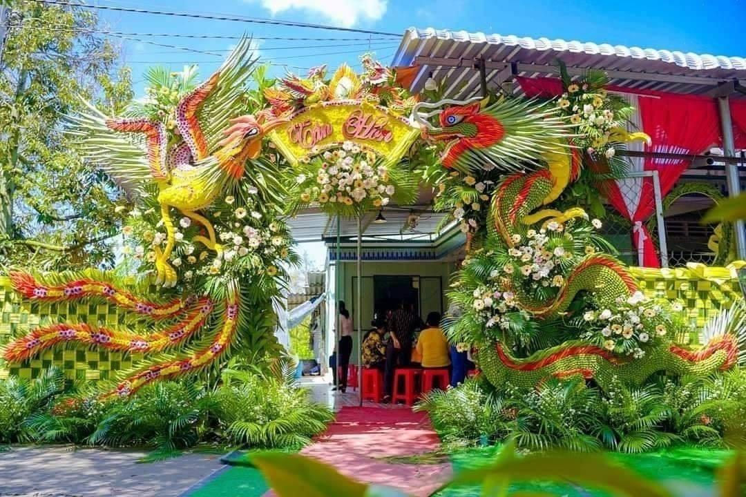 Mẫu cổng cưới rồng phụng kết lá dừa ở miền Tây