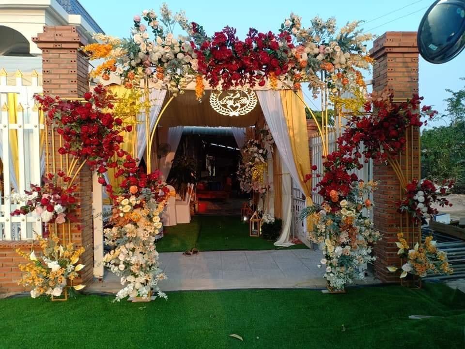 Mẫu cổng đám cưới trang trí bằng hoa