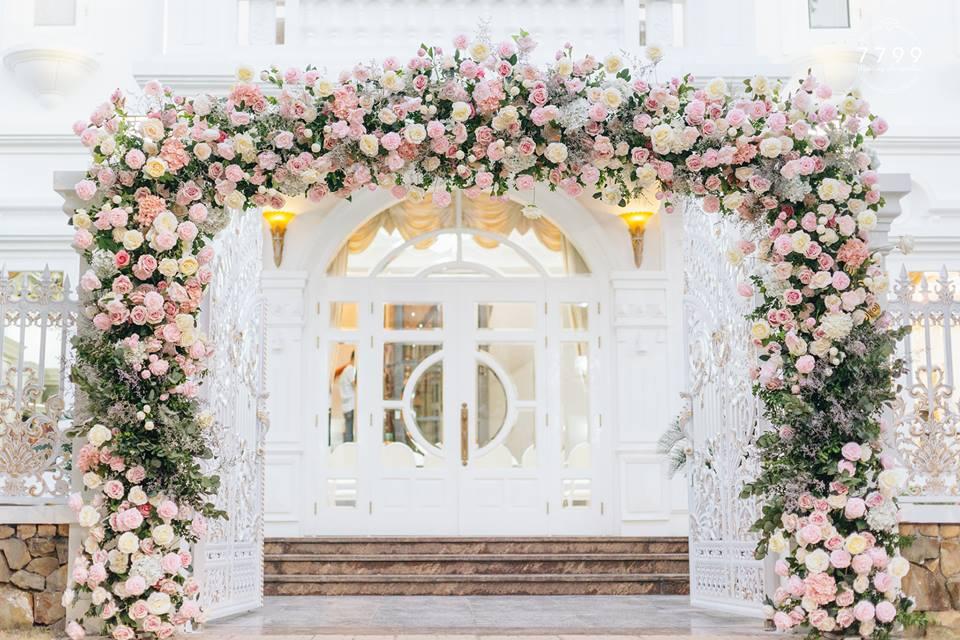 Mẫu cổng hoa cưới đẹp cho hôn lễ lung linh, nổi bật