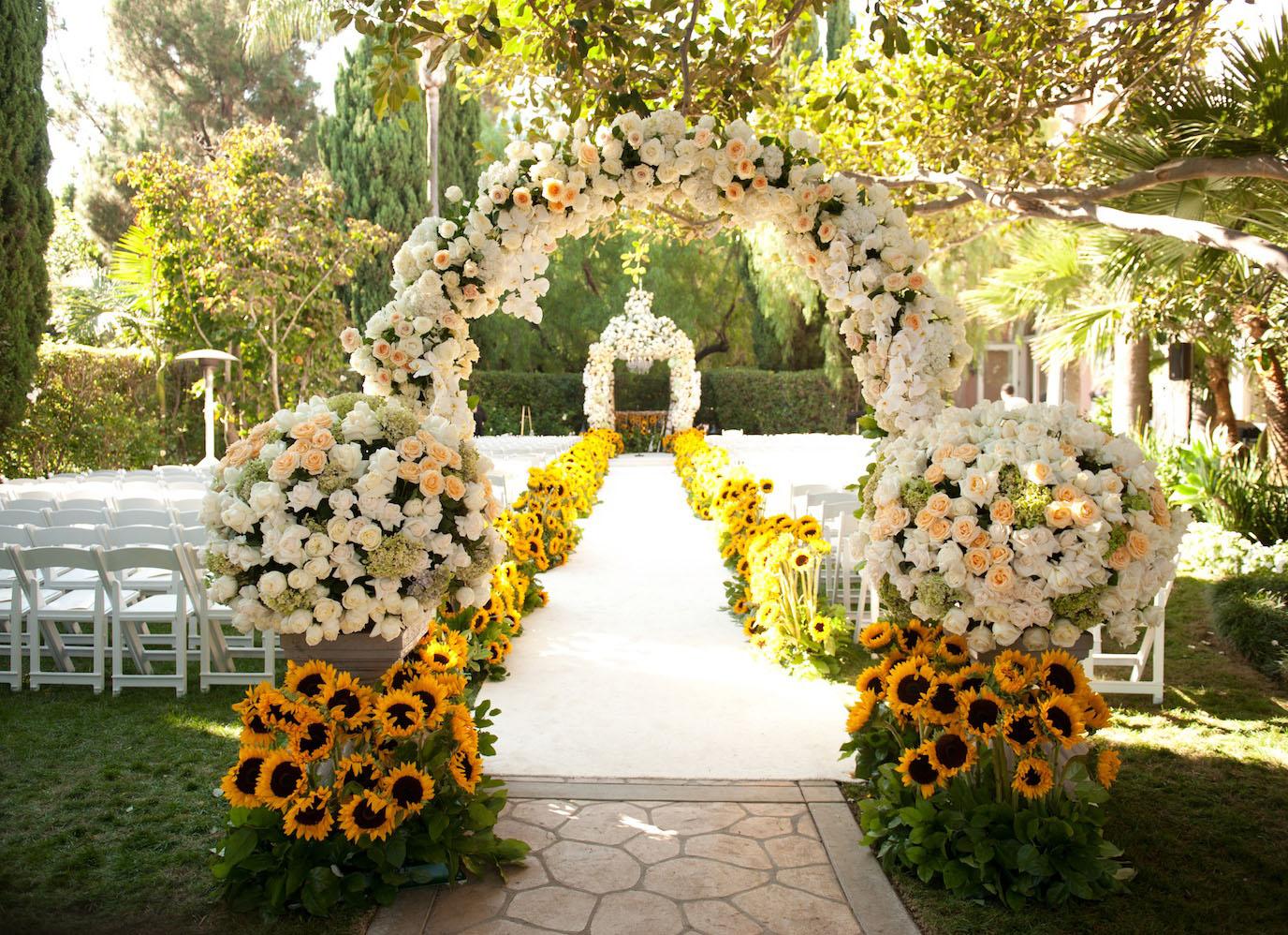 Mẫu cổng hoa đám cưới đẹp, lạ