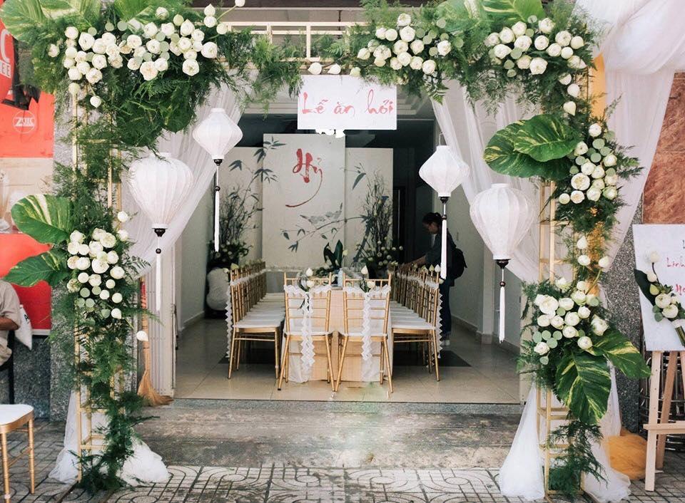Mẫu cổng hoa đám cưới đơn giản